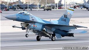 美国内华达州内利斯空军基地上的一架F-16 C型战斗机(AirTeamImages.com资料图片)