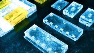 Minilaboratorio para diagnóstico hecho con piezas de Lego