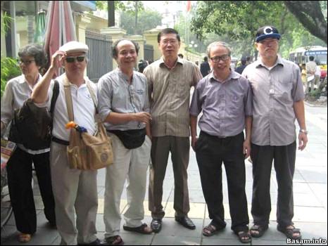 Ông Nguyễn Trí Dũng, (thứ ba từ phải sang) là cựu Phó Cục trưởng Cục Báo chí, Bộ Thông tin Truyền thông