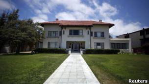 Mansão do subúrbio de Coronado, em San Diego, onde Rebecca Zahau, a namorada do biolionário Jonah Shacknai foi encontrada morta (Reuters)