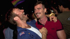 Pasangan sesama jenis di New York merayakan UU pernikahan sesama jenis