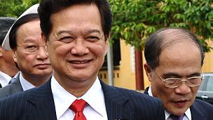 Thủ tướng Nguyễn Tấn Dũng (trái)