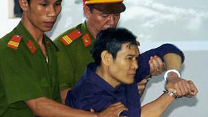 LM Nguyễn Văn Lý tại tòa án ở Huế