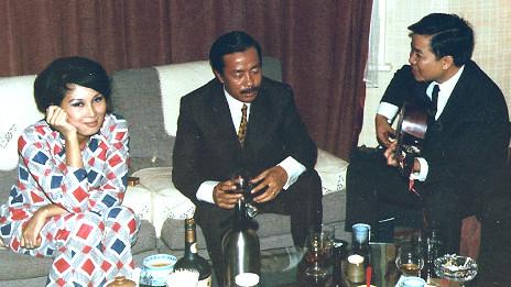 Vợ chồng Tướng Nguyễn Cao Kỳ tới thăm Đỗ Văn tại nhà riêng ở London, 1968