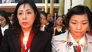 Bà Nguyễn Thị Dương Hà (trái)