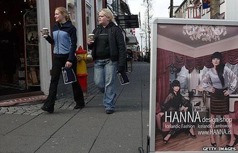 Calle en el centro de la capital islandesa
