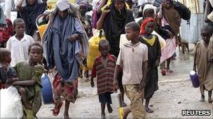 Niños somalíes desnutridos