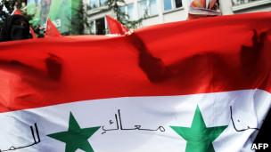 Bandeira da Síria em protesto na Turquia