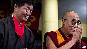 http://wscdn.bbc.co.uk/worldservice/assets/images/2011/08/08/110808102625_lobsang_sangay_304x171_ap.jpg