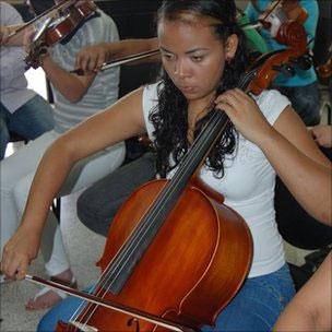Detenta da penitenciária de Coro toca violoncelo (BBC)