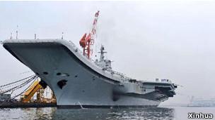 中国首艘航空母舰出海试航(资料照片)
