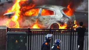 Xe ô tô cũng bị đốt cháy