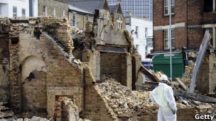 Một tòa nhà bị đốt phá ở London