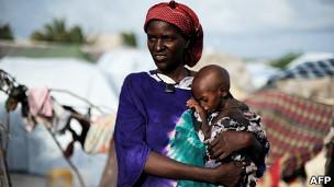 Refugiados en campo de desplazados de Mogadiscio