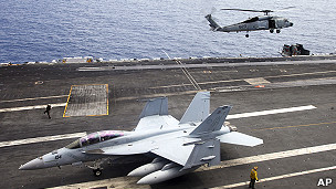 美海军在南中国海演习