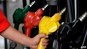 Một trạm bán xăng dầu ở Quezon, ngoại ô Manila