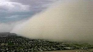 Tempestade de areia cobriu e paralisou Phoenix (BBC)