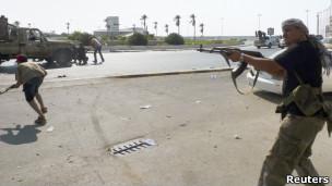 Chiến sự trên phố Tripoli