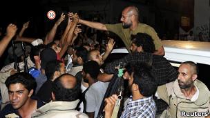 Mas será o benedito?:Líbia 'quebrou espinha' dos rebeldes, diz filho de Khadafi a jornalistas