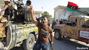 Rebeldes entran a la residencia de Gadafi