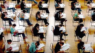 Examen de ciencia en el Reino Unido