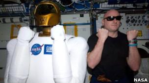 R2 y Scott Kelly