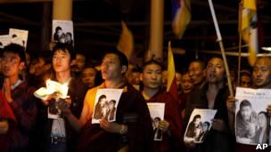 流亡藏人在达兰萨拉悼念彭措(17/03/2011)