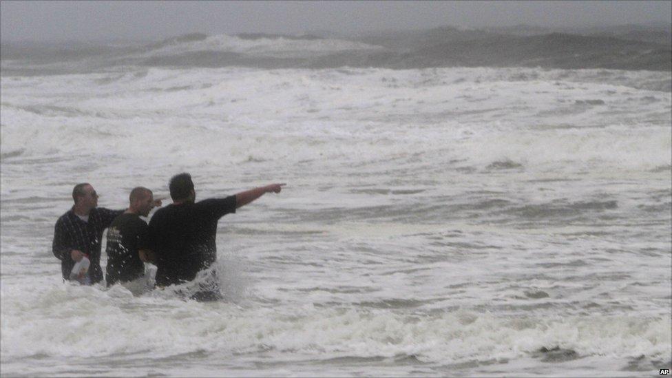 اعصار ايرين ... بالصور  110827224919__54969752_012740020-1
