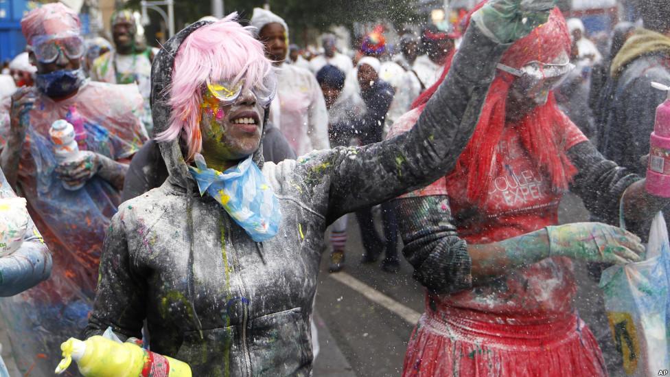 Танцевально-костюмированные шествия