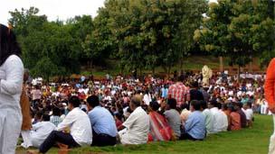 Seguidores do guru Sri Sri Ravi Shankar