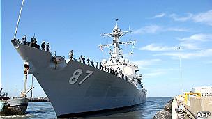 Tàu chiến có tên lửa định vị USS Mason tại Căn cứ Hải quân Norfolk, Hoa Kỳ hôm 25/8
