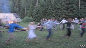 Ritual pagão na Estônia. BBC