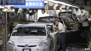 Foto de arquivo mostra montadora no Japão (AFP)