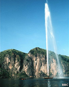 Sistema para sacar el gas del Lago Nyos