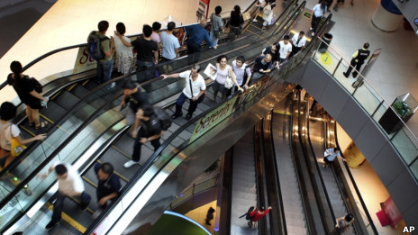 Los centros comerciales están diseñados para que los clientes se pierdan