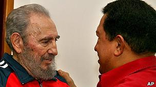 Hugo Chavez là đồng minh tích cực của lãnh đạo Cuba Fidel và Raul Castro
