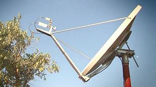 آنتن دریافت کننده امواج ماهواره ای