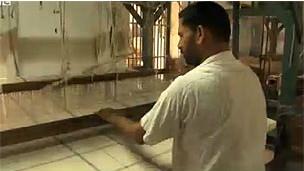 Os prisioneiros indianos são pagos de acordo com sua experiência