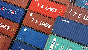 香港货柜码头上堆叠着的集装箱(25/8/2011)