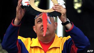 Chávez participa de ritual no Palácio de Miraflores. Foto: AFP