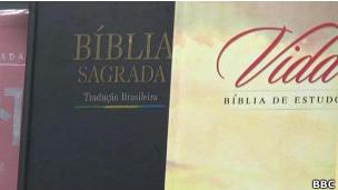 Imagen de una biblia en portugués