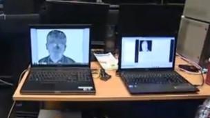 Computador com programa que monitora mudanças faciais (BBC)