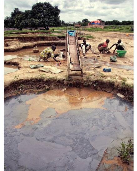 تنقية ومعالجة الصخور لاستخراج الذهب