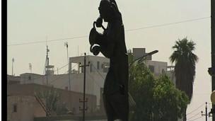 أحد تماثيل محمد غني حكمت