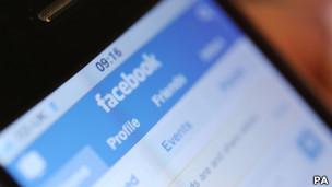 pantalla de facebook en teléfono movil