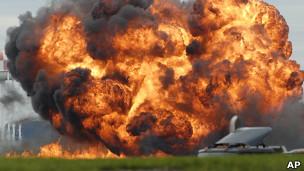Nenhum espectador se feriu em Virgínia Ocidental, mas ainda não há informações sobre o piloto