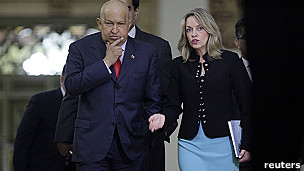 Presidente Hugo Chávez y Secretario General de Unasur, María Emma Mejía