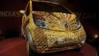 سيارة مذهبة ومرصعة بالجواهر