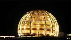 http://wscdn.bbc.co.uk/worldservice/assets/images/2011/09/23/110923083723_cern_304x171_ap.jpg