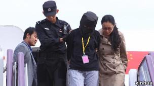 中国籍犯罪嫌疑人从印尼被押解回国(新华社图片)